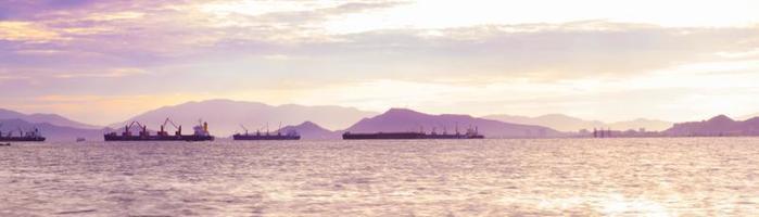Schiffe auf dem Meer foto