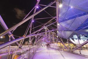 Brücke in Singapur Stadt in der Nacht