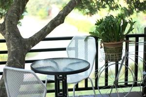 tagsüber Sitzgelegenheiten im Freien foto