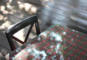 Sonnenlicht auf dem Tisch foto