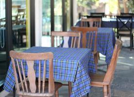 Tische mit blauer Tischdecke foto