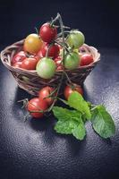 Tomaten in einem Korb foto