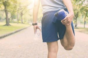 Quads vor dem Laufen dehnen foto