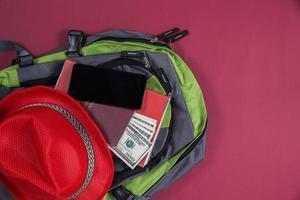 Draufsicht der touristischen Tasche für die Reise foto