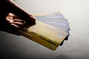 Nahaufnahmen mehrerer Kreditkarten