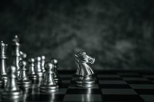 Schachbrettstücke aus Gold und Silber