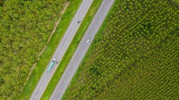 Fahrzeuge auf Straßen foto