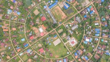 kreisförmige Dorfluftansicht foto