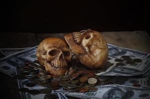 Schädel auf Banknoten foto