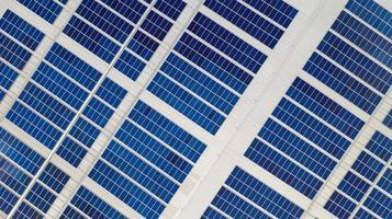 Luftaufnahme von Solarzellen foto