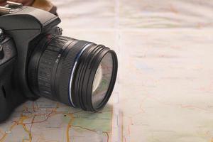 Kamera auf einer Karte foto