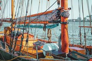 großes, altes Segelschiff in Aalborg, Dänemark