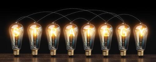 Glühbirnen mit dem Wort Strategie