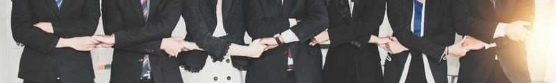 Banner von Geschäftsleuten, die Hände halten foto