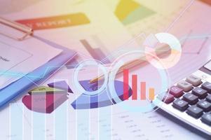 Grafiken und Buchhaltungsunterlagen