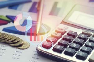 Taschenrechner und Finanzdokumente