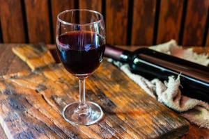 Weinglas und Flasche foto