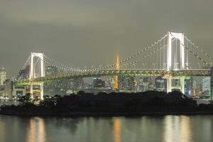 Regenbogenbrücke in Odaiba, Tokio, Japan foto