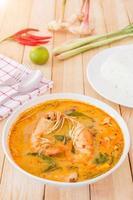 Tom Yam Kong Suppe, typisch für Thailand foto