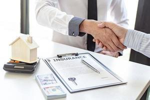 abgeschlossener Versicherungsvertrag foto
