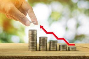 roter Pfeil für Geldwachstum foto