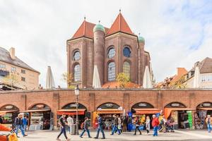 Fußgänger am viktualienmarkt in München, Deutschland, 2016