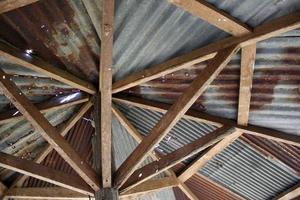 rostiges Zink-Grunge-Dach foto