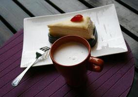 heiße Milch und Kuchen