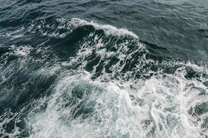 Meereswellen durch Boote verursacht