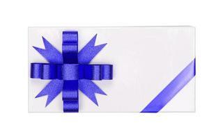Geschenk mit blauer Schleife und Band