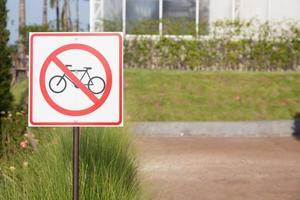 Fahrradschild im Park foto