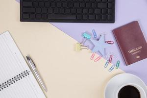 Draufsicht auf Bürotisch Schreibtisch