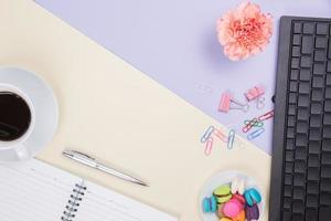 Draufsicht auf Bürotisch Schreibtisch foto