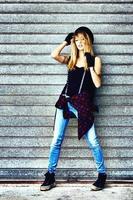 Mode Straßenporträt einer jungen sexy Frau foto