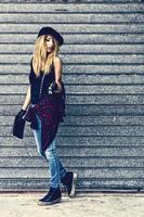 Mode Straßenporträt einer jungen sexy Frau