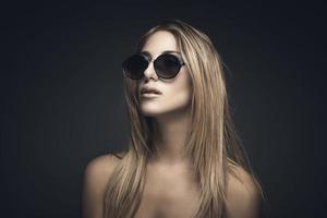 Schönheitsporträt der sexy blonden Frau foto
