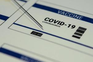 ein Coronavirus-Impfstoffetikett für Covid-19 foto