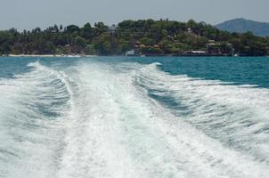 Wellen von einem Hochgeschwindigkeitsboot foto