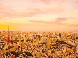 Luftaufnahme von Tokio Stadt bei Sonnenuntergang foto