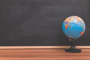 Globus auf dem Schreibtisch foto
