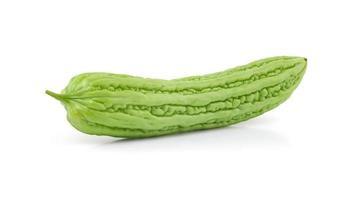 bittere Melone auf weißem Hintergrund