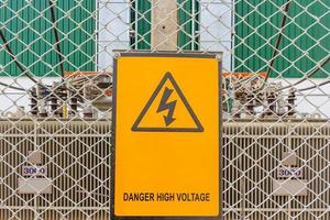 Warnschild auf einer Baustelle foto