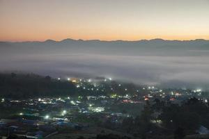 Nebel über einer Stadt