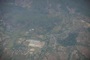 Blick auf ein Dorf vom Himmel foto
