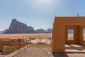 die sieben säulen der weisheit im wadi rum, jordan foto