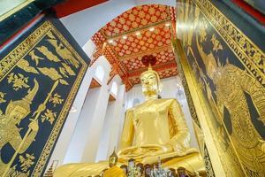 Goldener Buddha im Wat Chaiyo Warawithan Tempel, Provinz Angthong, Thailand