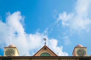 Symbol des Islam auf einem Gebäude foto