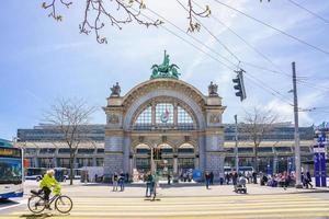 das Tor des Bahnhofs in Luzern, Schweiz, 2018