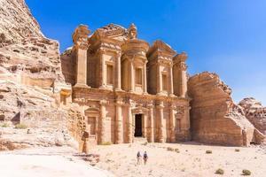 berühmte Fassade des Ad Deir in der antiken Stadt Petra, Jordanien