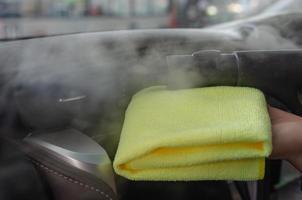 Reinigung der Klimaanlage eines Autos foto